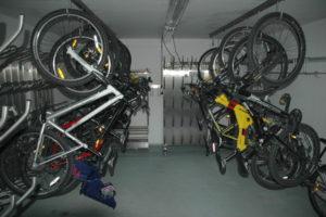 Prostor za kolesa, kamor lahko varno shranite vaše kolo. Če ga nimate s seboj, vam ga Aparthotel Vijolica izposodi, saj je Kranjska Gora odlično izhodišče za nepozabne kolesarske dogodivščine. Kot pravijo, gostijo veliko kolesarjev.