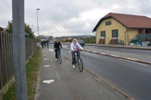 """Na poti smo opazili odtise srčkov na pločniku, ki označujejo """"Srčkovo pot"""" - dvokilometrsko pešpot po Radencih."""