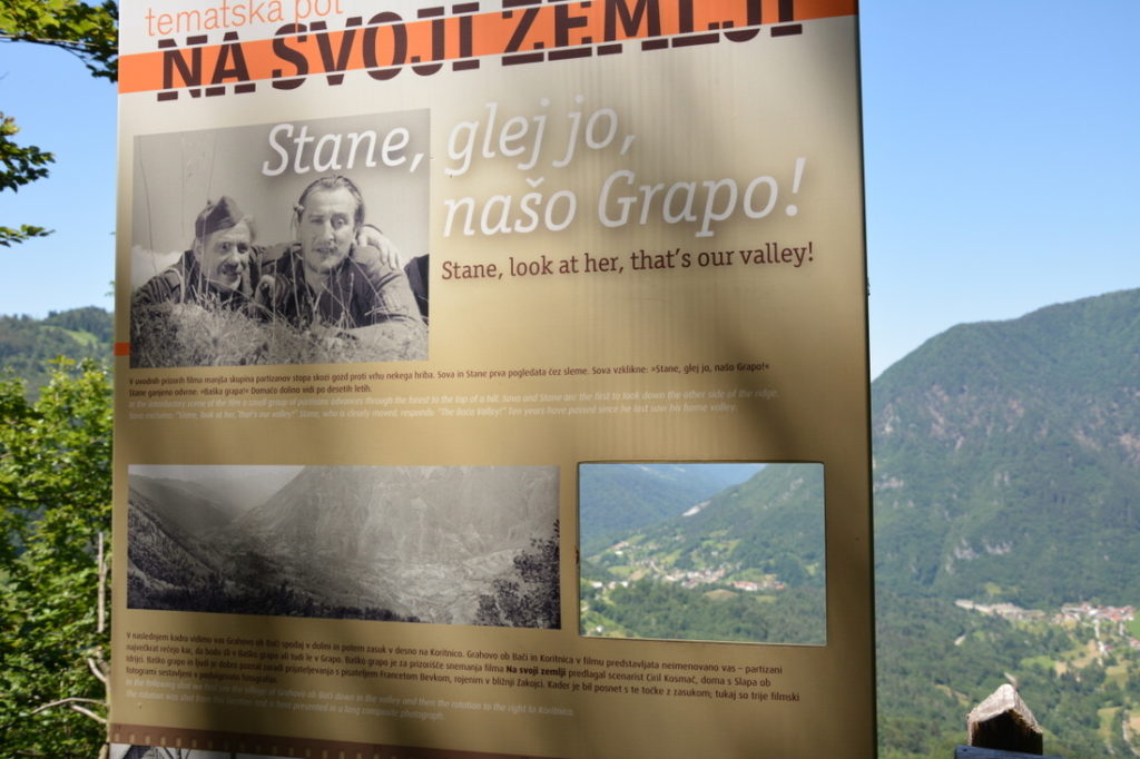 Za konec smo se ustavili še pri razgledni točki, od koder se odpira lep pogled na Baško grapo in kjer so snemali znameniti prvi slovenski zvočni celovečerni film Na svoji zemlji.
