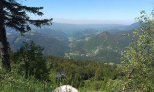 Odpravili smo se na pohod po smučišču, od koder se odpira lep razgled na Cerkno in okoliška hribovja ...