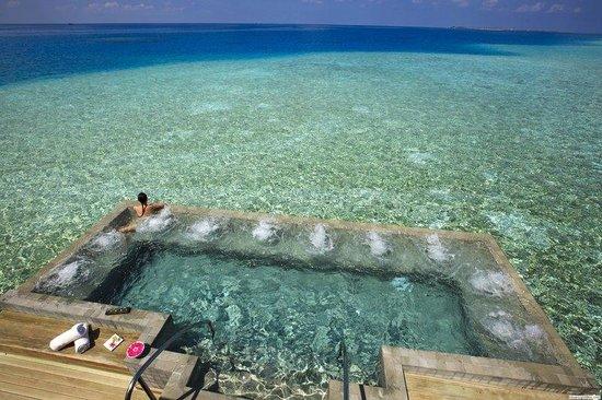 14 osupljivih hotelskih bazenov