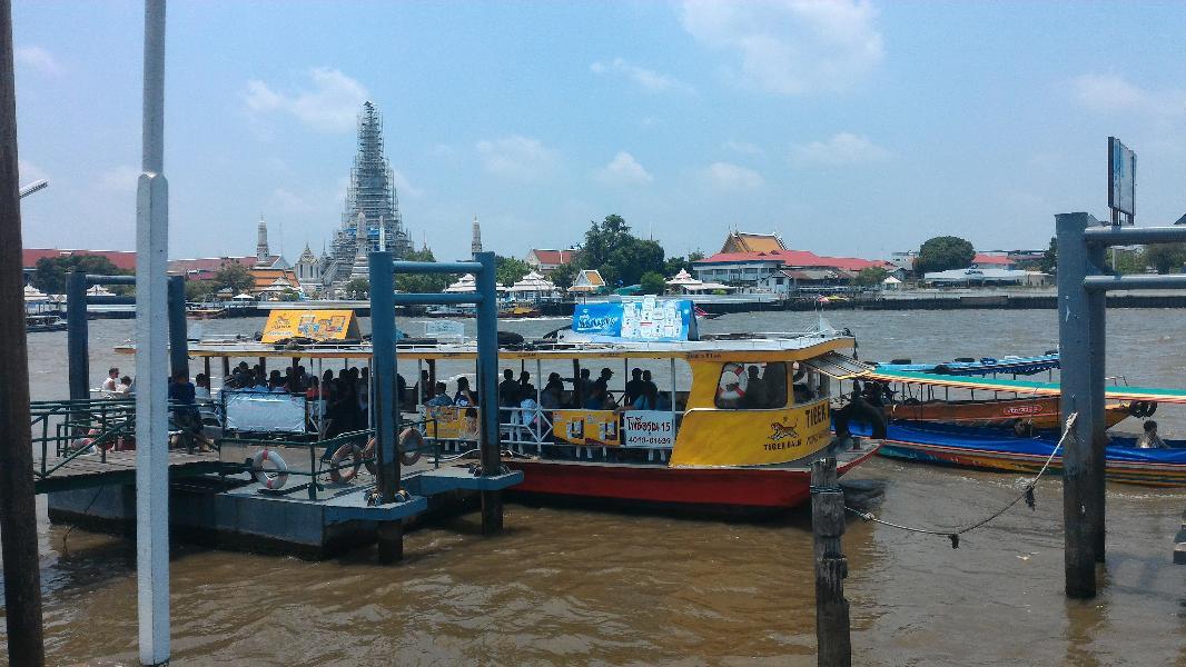 reka v središču Bangkoka