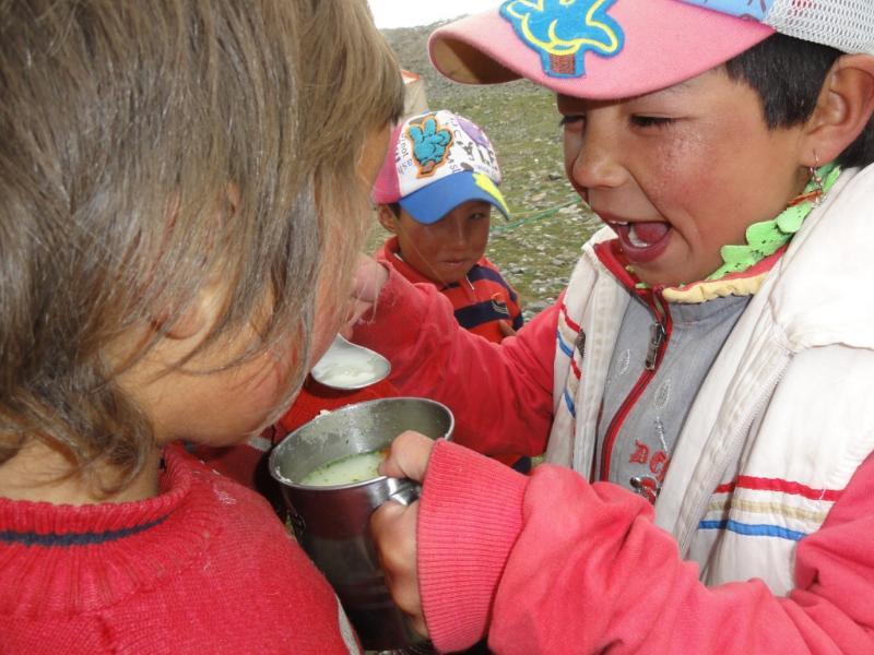 otroci poiskušajo slovensko juho