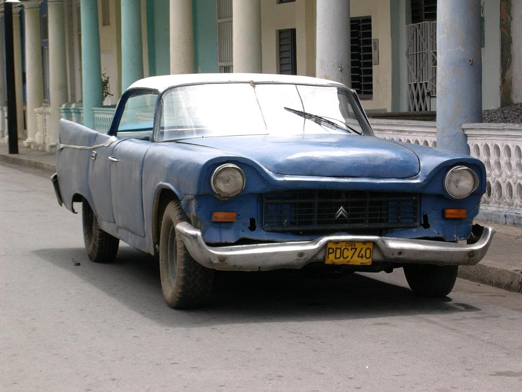starinski avtomobil na Kubi