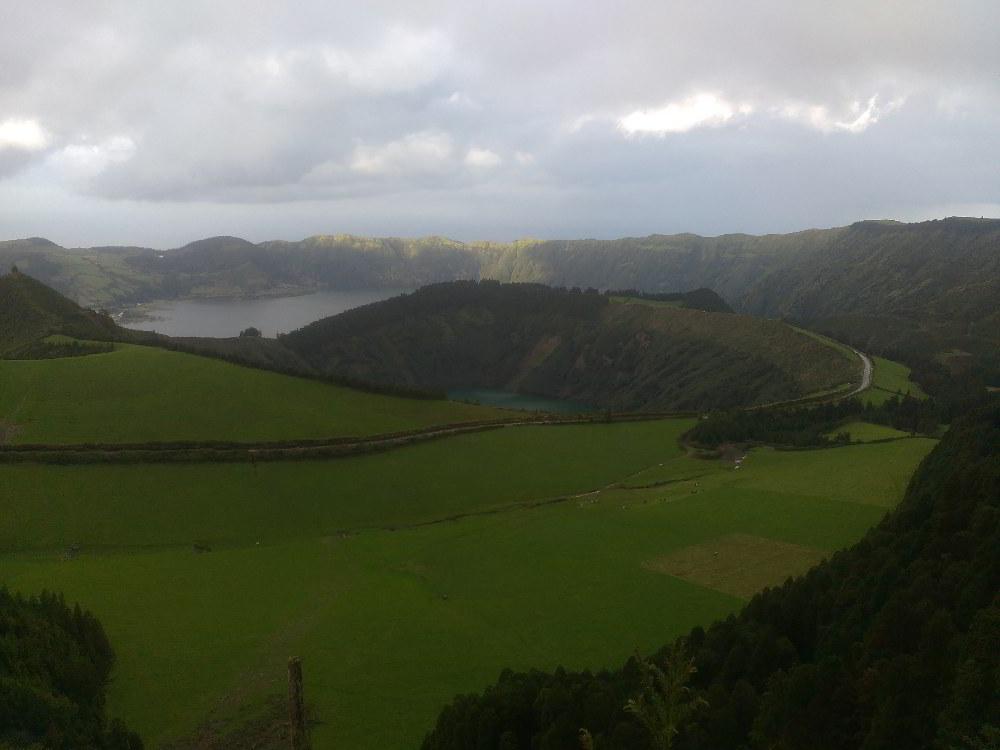 Azori-kaldera- avtorja slik: Renata in Silvester Mavri