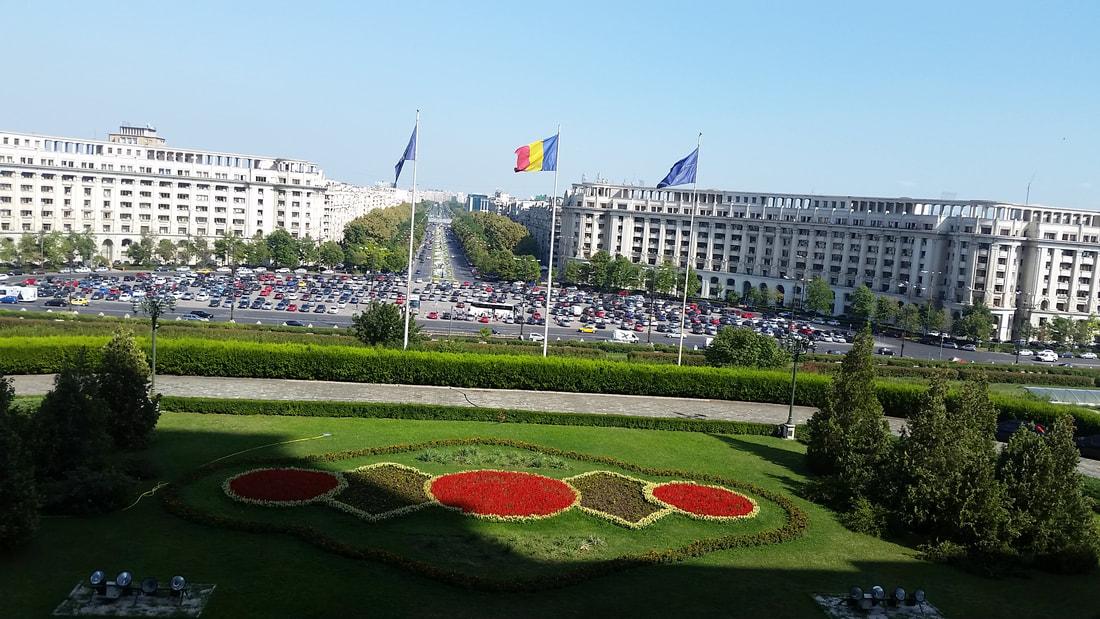 Pogled na bulevar s parlamenta.