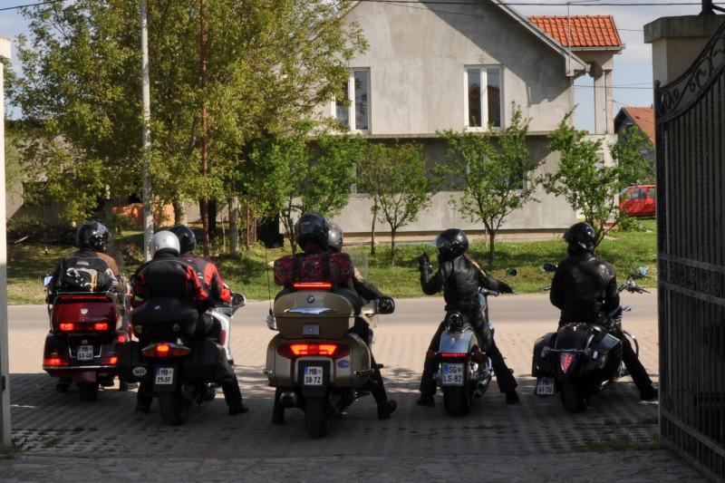 Kosovo - skupina motoristov